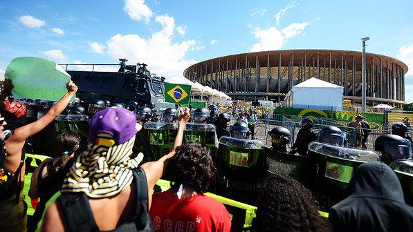 protesto-brasilia-copa-confederacoes-20130615-06-size-598