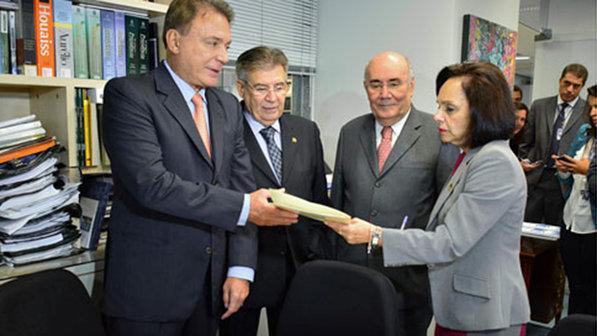Senador-Alvaro-Dias-size-598